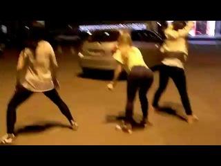 Tyga - Bouncin On My Dick Классные Девчонки очень круто афигительно классно танцуют раггу рагу ragga двигают задом рага рагга шикарные девчата